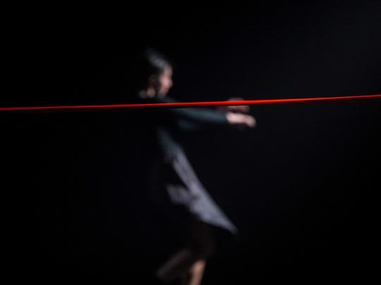 Anda Stoian este performer in spectacolul Above de red limit in coregrafia lui Razvan Stoian.