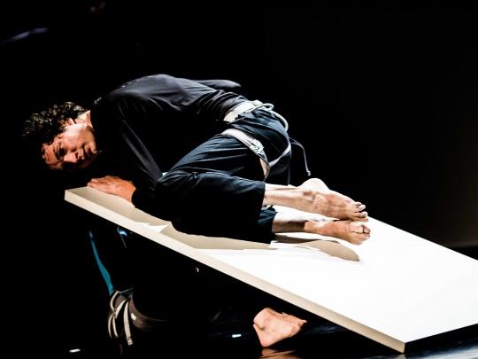 Stabat Mater este un spectacol de dans contemporan in coregrafia Ioanei Marchidan, regizat de Amalia Olaru.